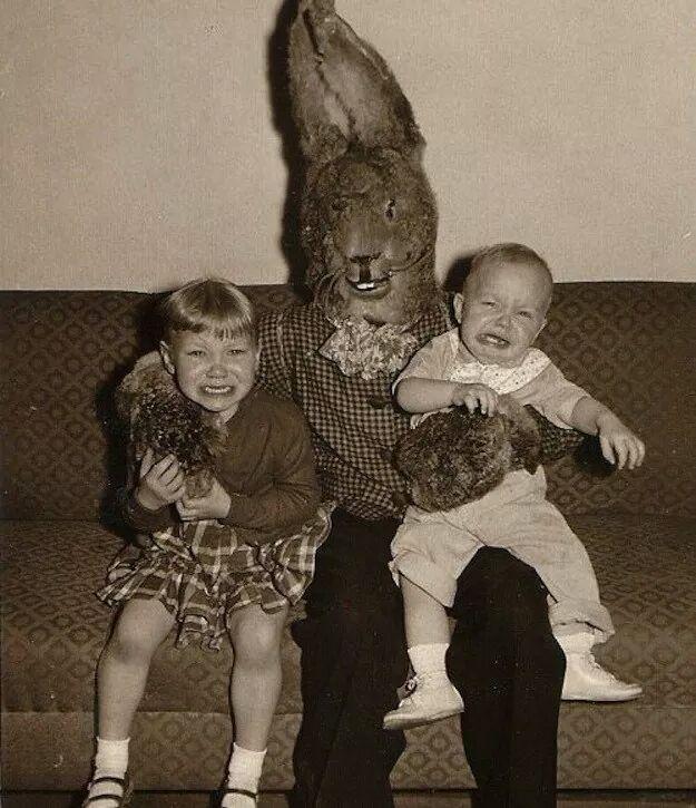 Най-ужасяващите снимки с Великденския заек
