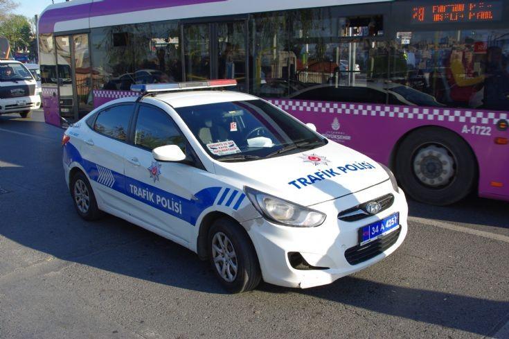Турски полицаи глобиха 37 шофьори от сватбарска колона