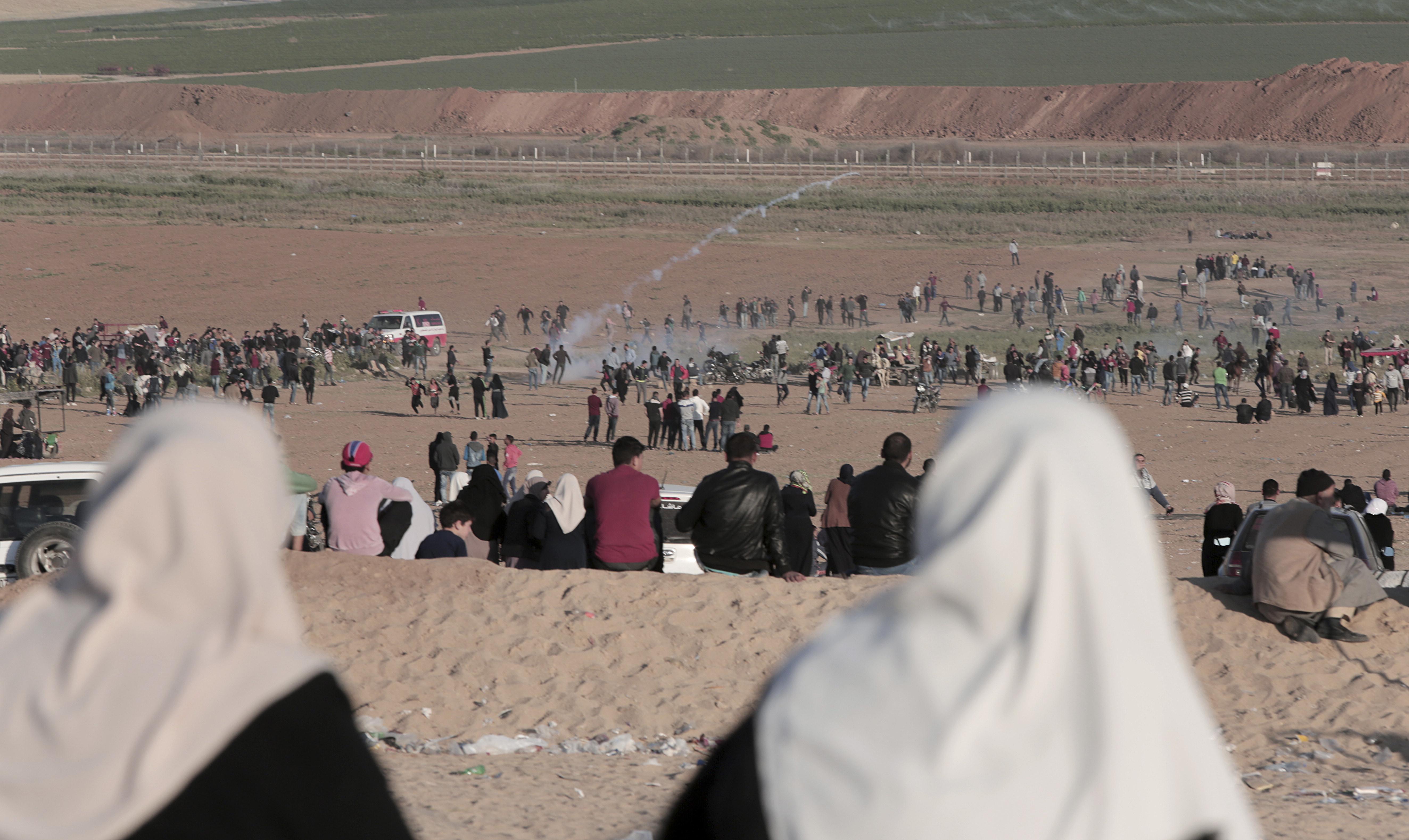 Жертвите от сблъсъците в Газа станаха 18