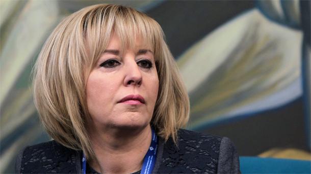 """Манолова ще се среща с ръководствата на """"американските централи"""" пита ведомства за договорите с тях"""