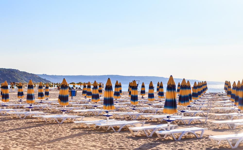 Плажовете по Черноморието отвориха официално за туристи, проверяват ги за нарушения