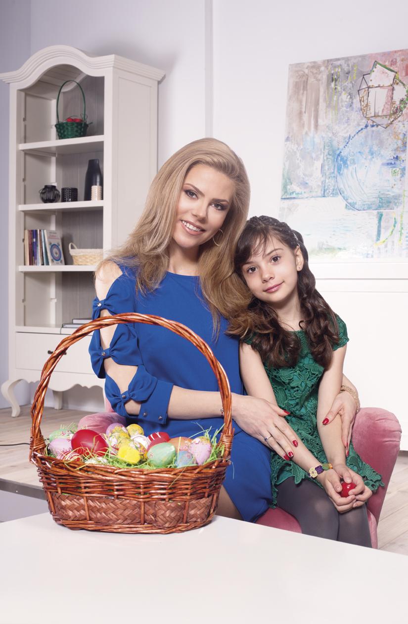 Деси Банова и дъщеря й с великденска фотосесия