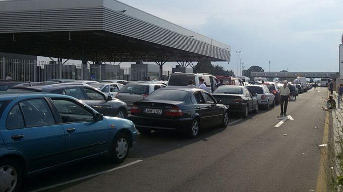 Винетките, пътните такси и разрешителните режими ще се обработват ръчно в края на празничните дни