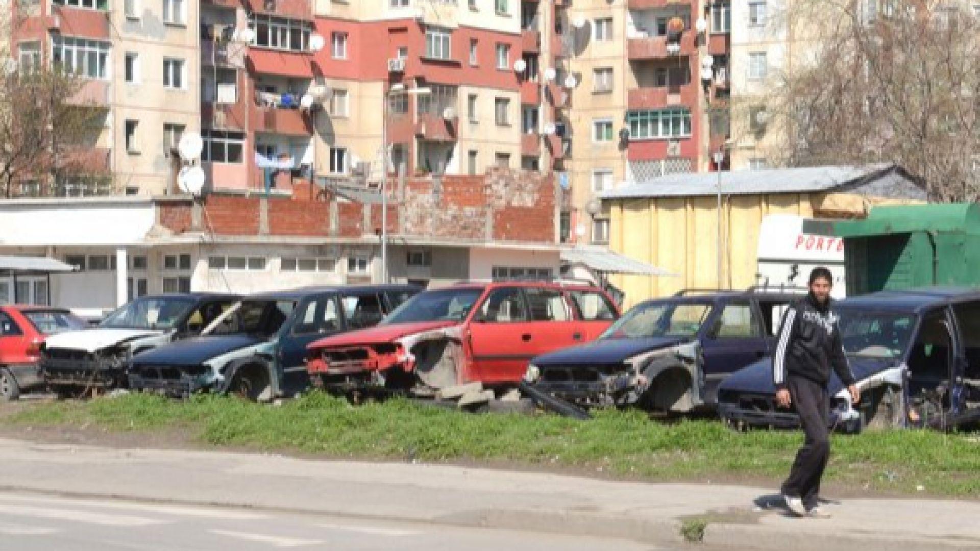 """Незаконна автоморга до блок в """"Столипиново"""""""