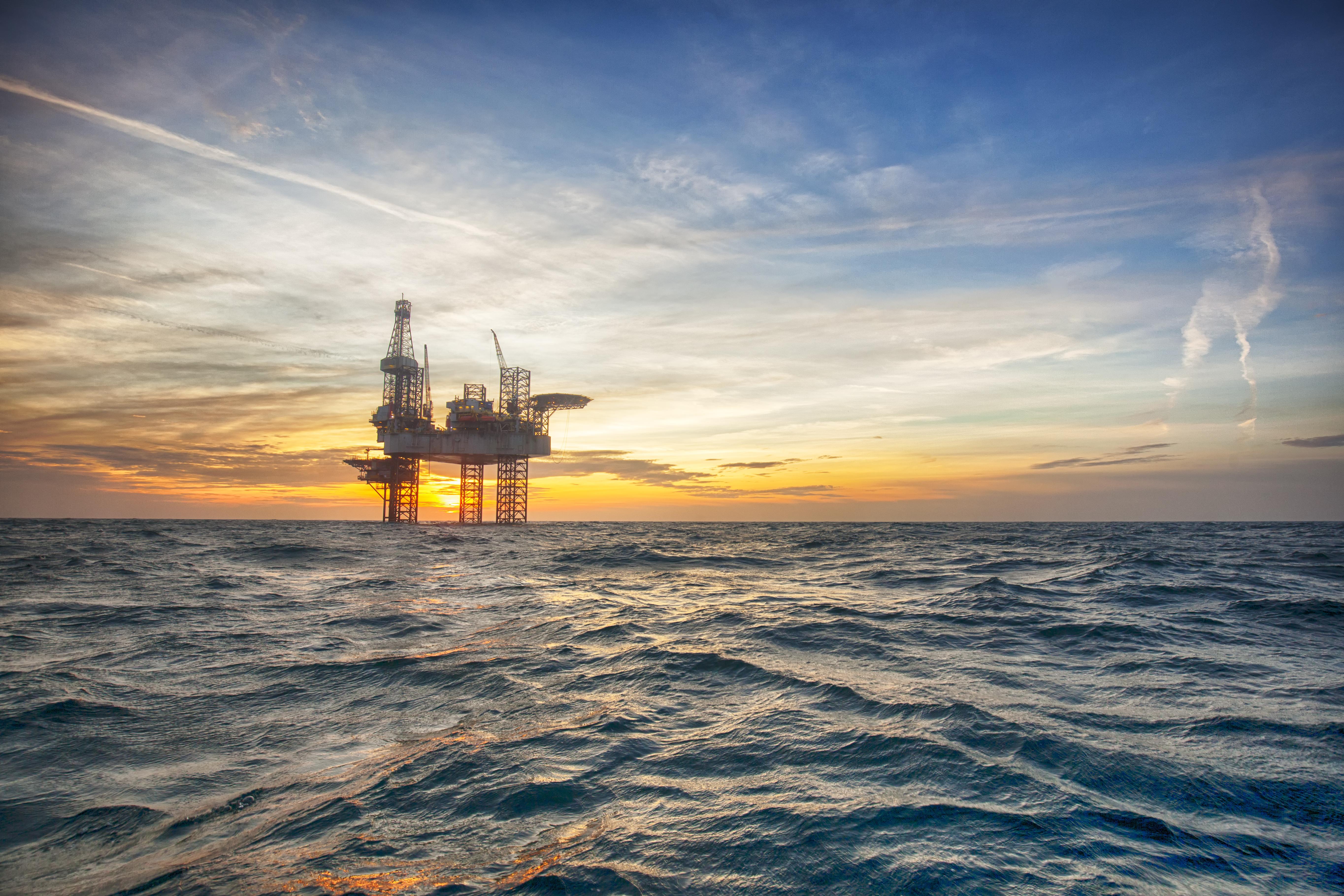 """Петролът """"слезе"""" до 64.48 долара за барел"""