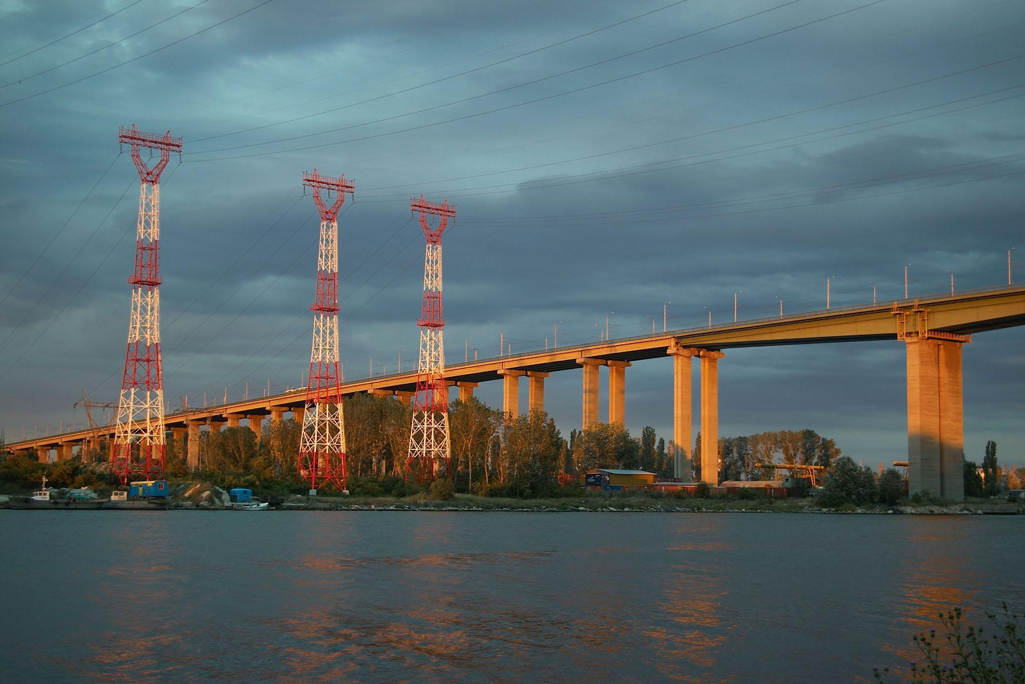 Как съветски кораб бутна Аспаруховия мост във Варна