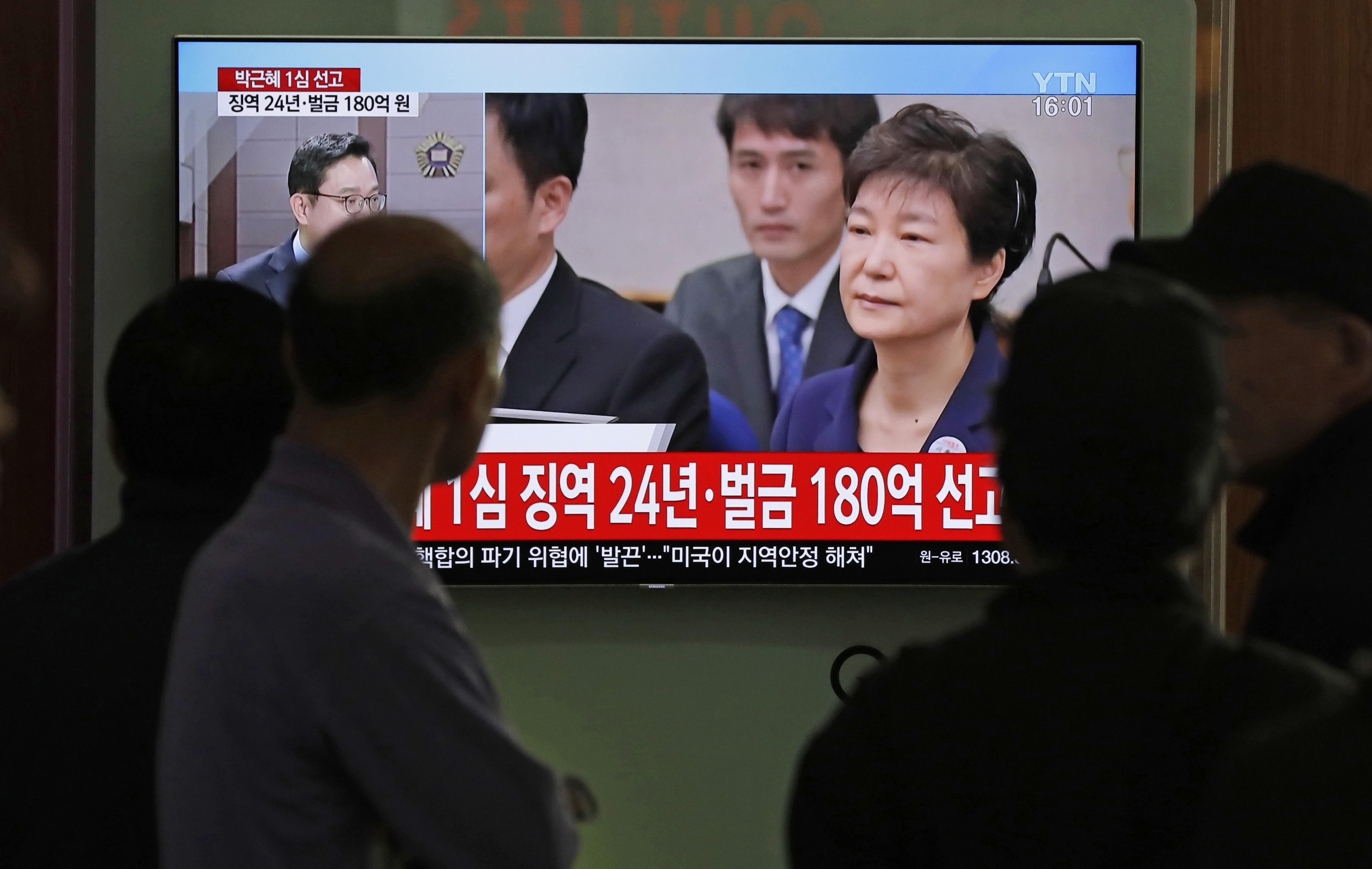 24 г. затвор за първата жена президент на Южна Корея