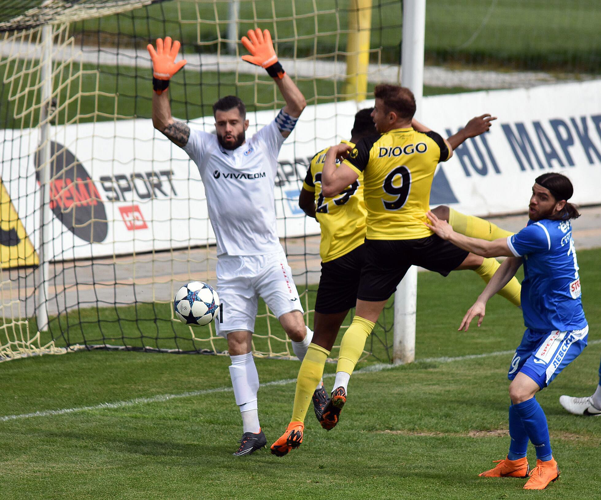 Син юноша нанесе трета поредна загуба на Левски