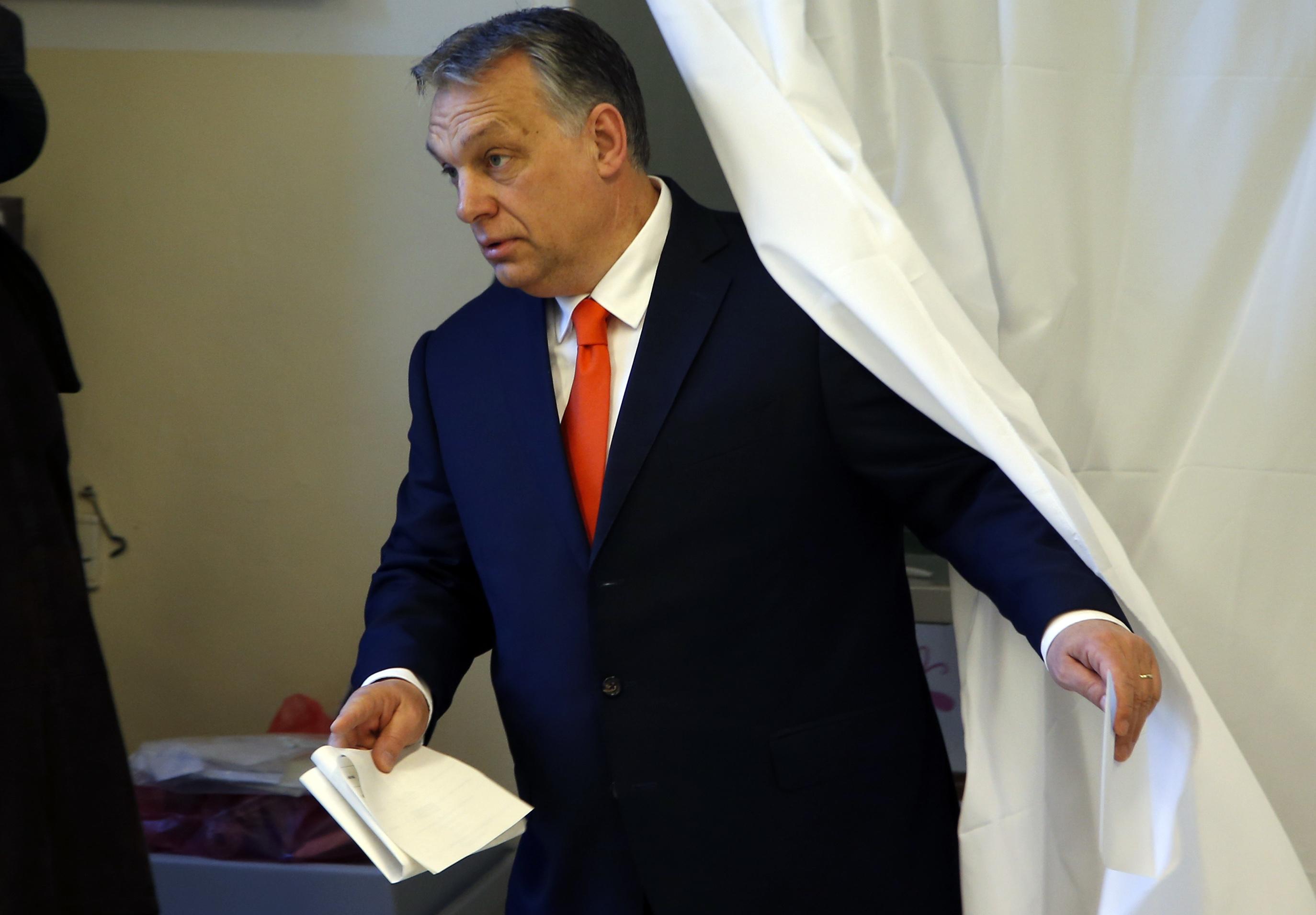 Прогнозират победа на Орбан на изборите в Унгария