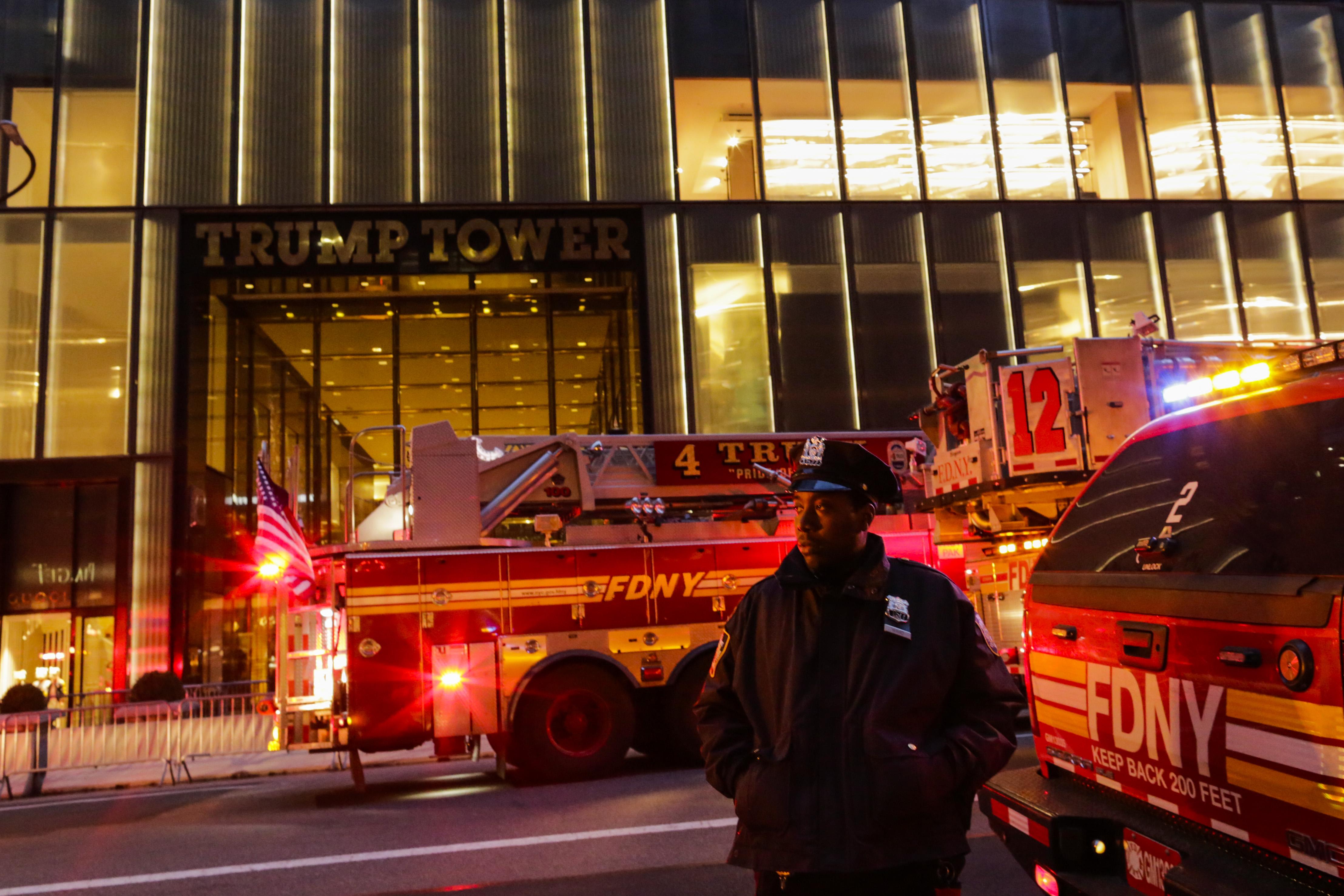 """Мъж загина при пожар в """"Тръмп тауър"""""""