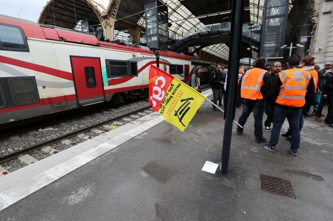 100 млн. евро загуби досега от жп стачката във Франция