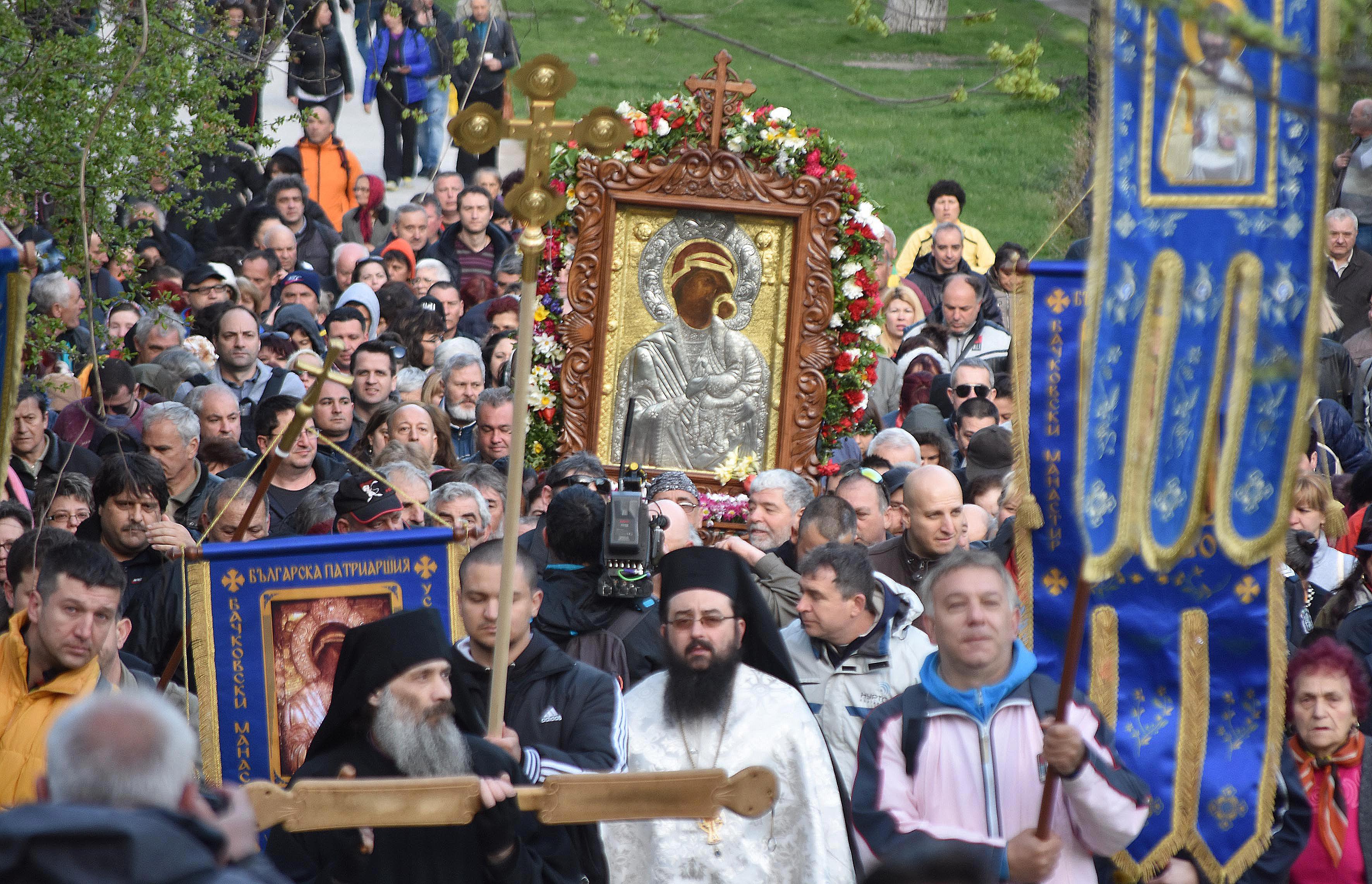 Хиляди изнесоха Чудотворната икона от Бачковския манастир