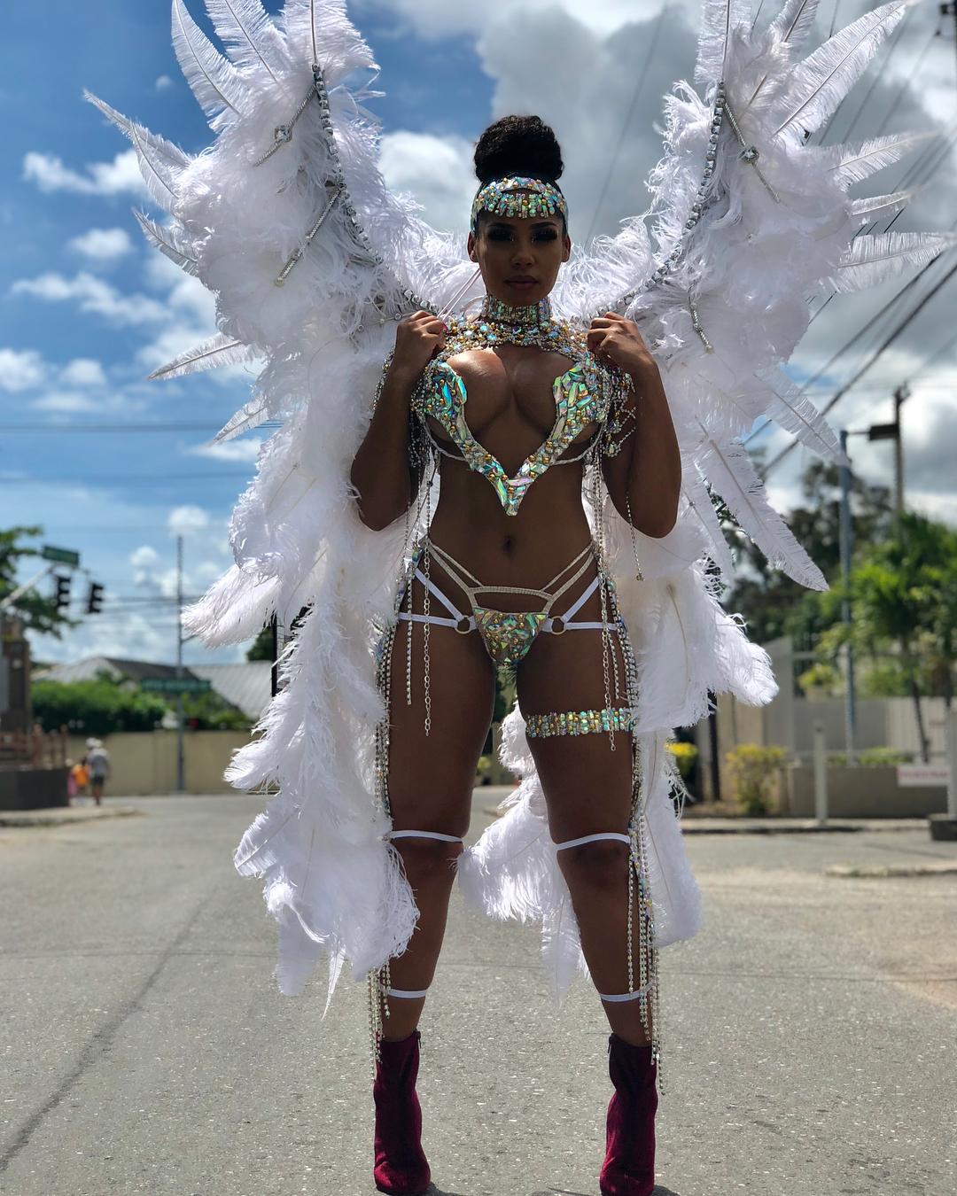 Приятелката на Юсейн Болт полугола на карнавал