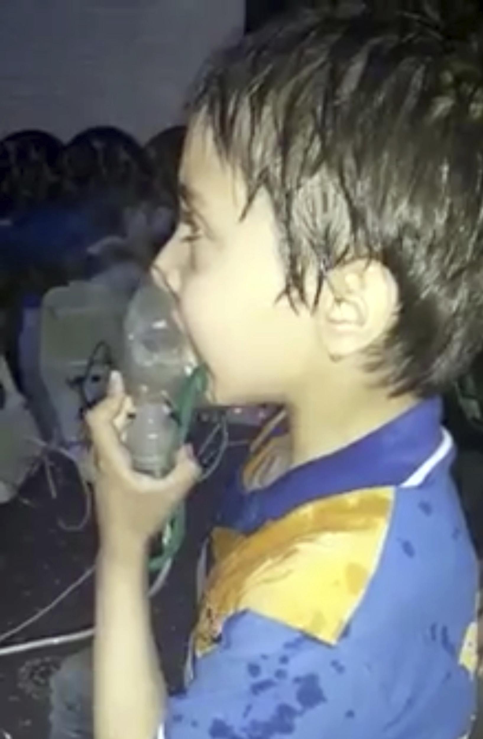 СЗО: 500 души имат симптоми на отравяне с боен газ в Сирия