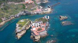 Митове и легенди за проклятие обезлюдяват красив италиански остров