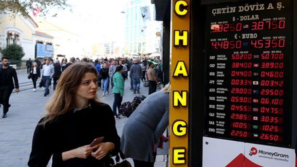 Турската лира се обезцени до нови рекордни дъна спрямо долара и еврото