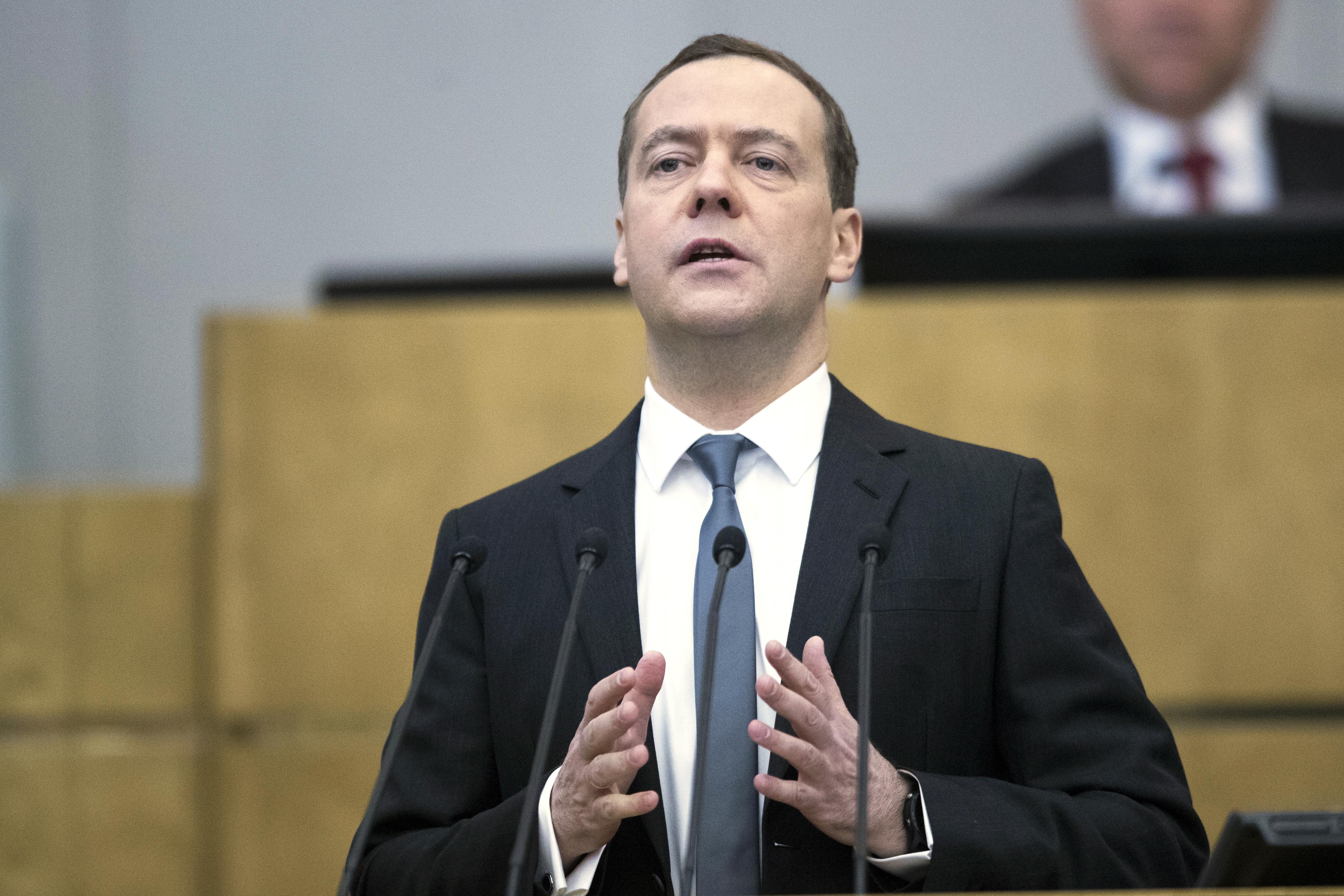 Медведев: Русия ще се справи с новите санкции на САЩ