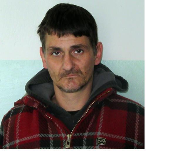 Избягалият затворник Манджата пратен на обект без охрана
