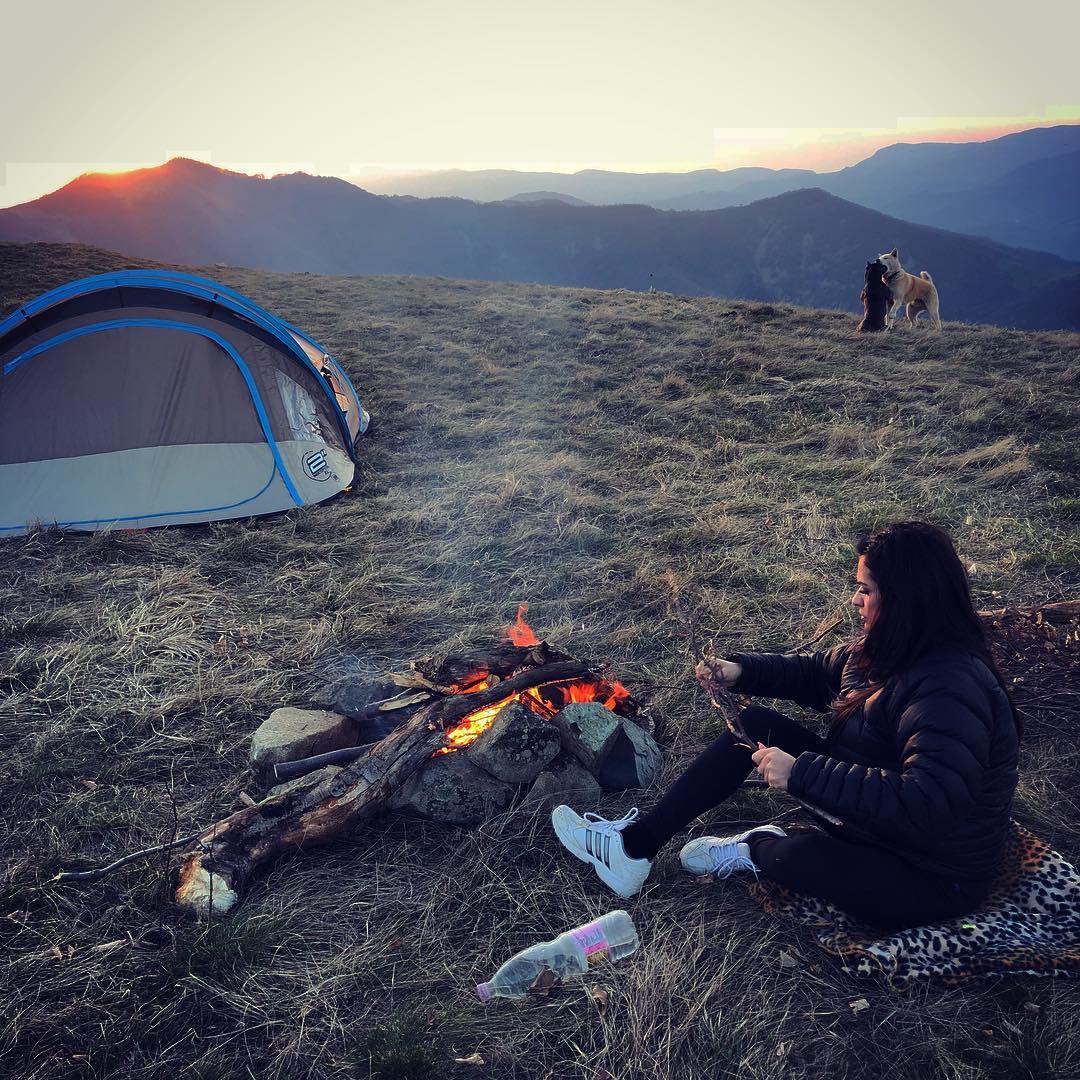 Бременната Преслава отиде на палатка