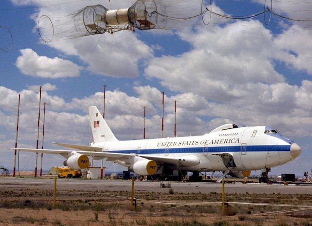 """Пентагонът мълчи за полет на """"самолет на Страшния съд"""""""