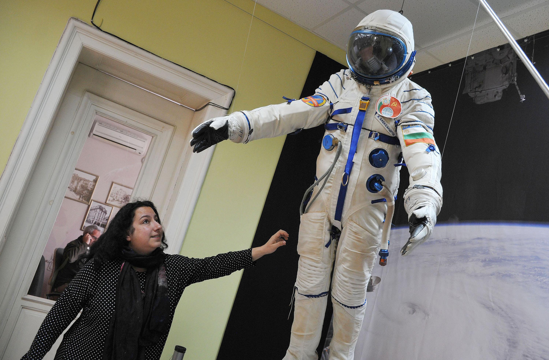Показват скафандъра на втория ни космонавт в Бургас