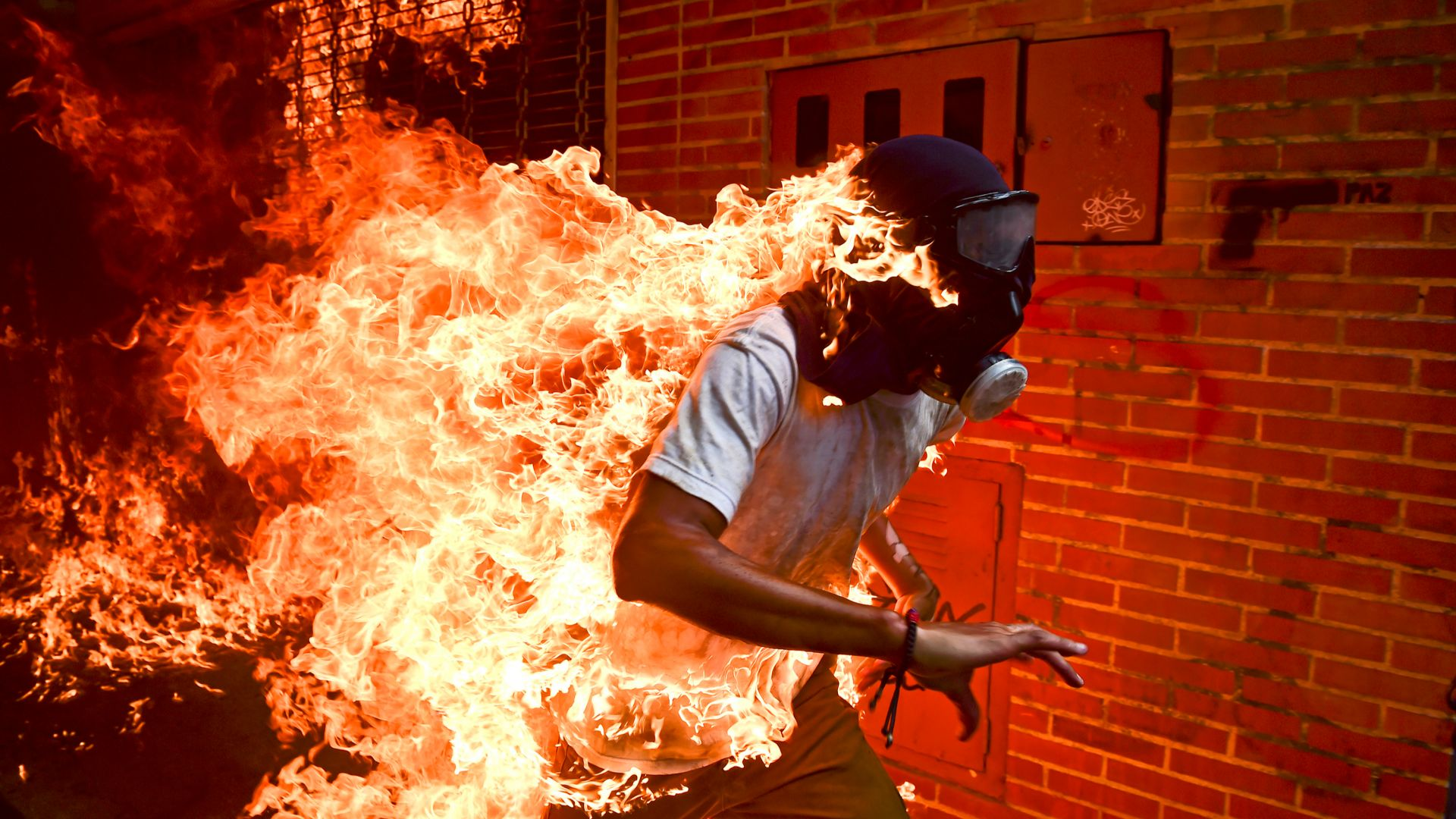 Снимка на горящ човек спечели престижна награда