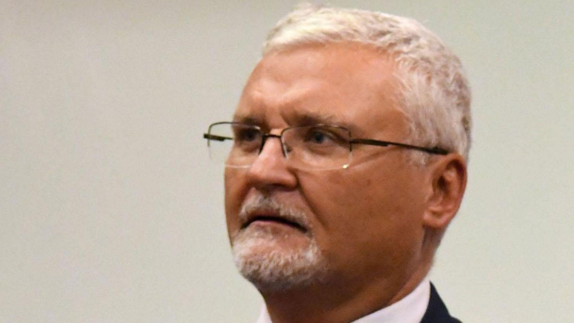 Адвокат: Срамно е България да съди Симеон
