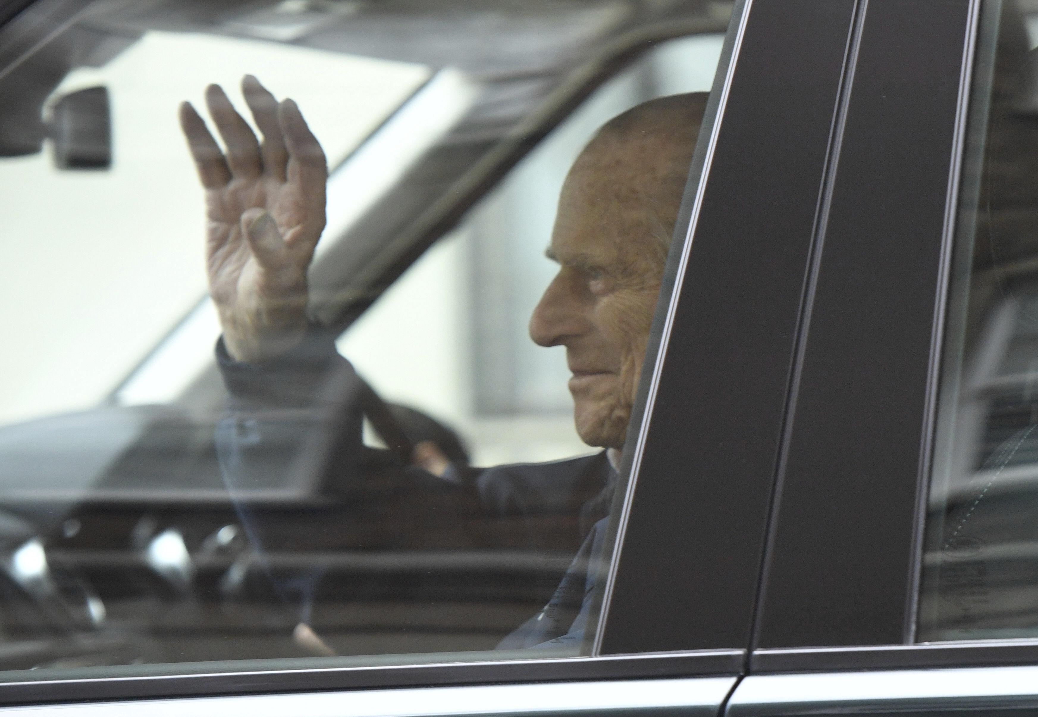 Принц Филип беше изписан от болницата