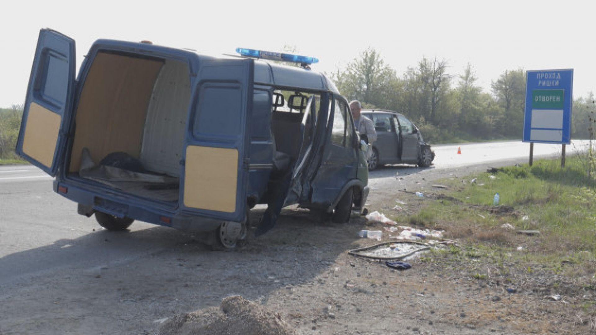 Жандармерист е ранен при катастрофа със служебен бус