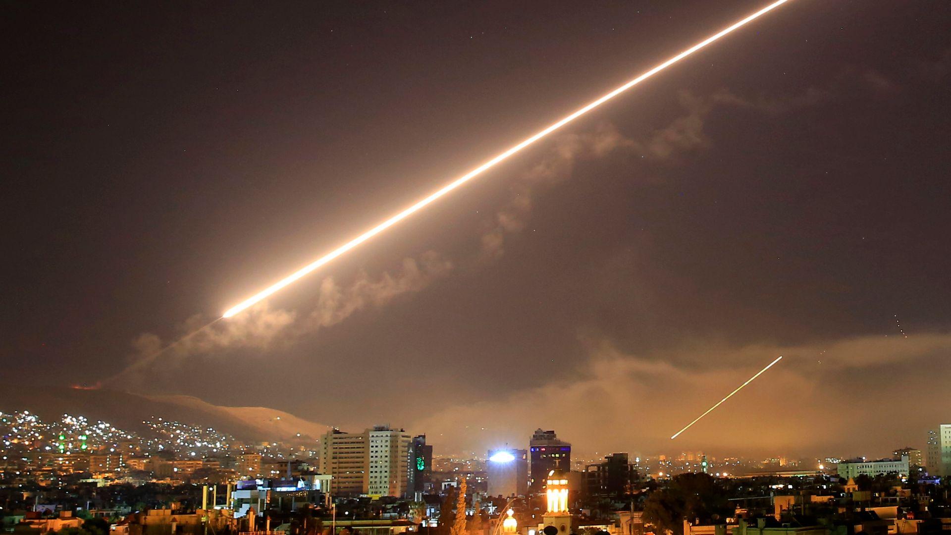 Израел бомбардира Дамаск и обекти в Южна Сирия