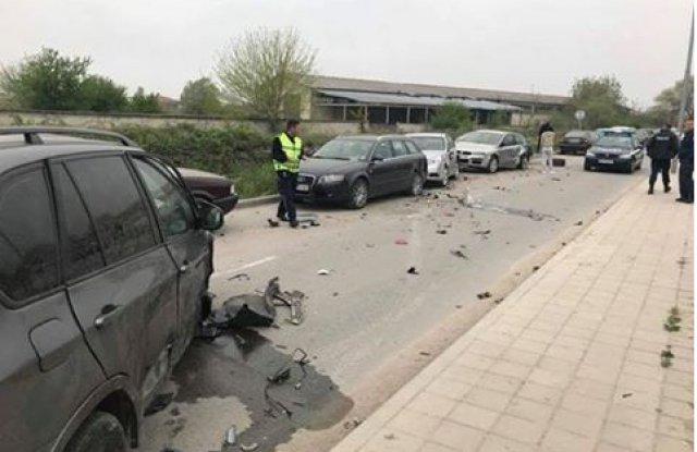 Пияна и дрогирана удари 11 автомобила и избяга