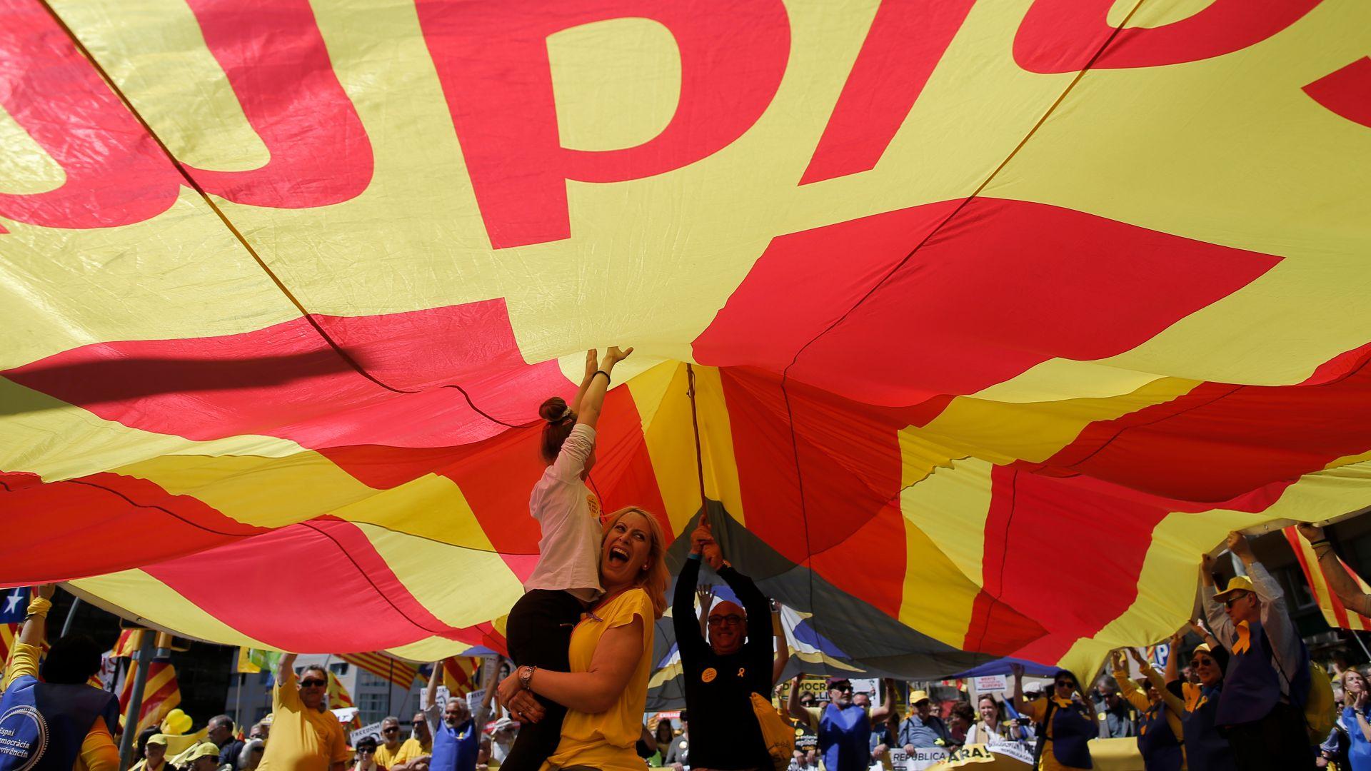 Стотици хиляди каталунци поискаха свобода за лидерите си
