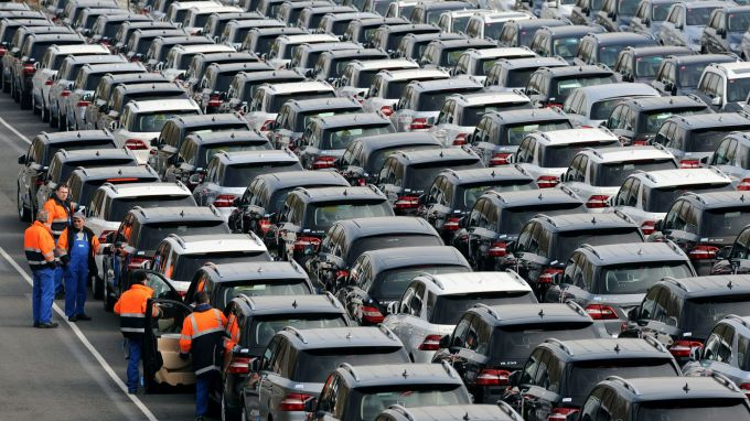Германски министър предупреди автомобилните производители - инвестирайте в електрически автомобили или ще загубите