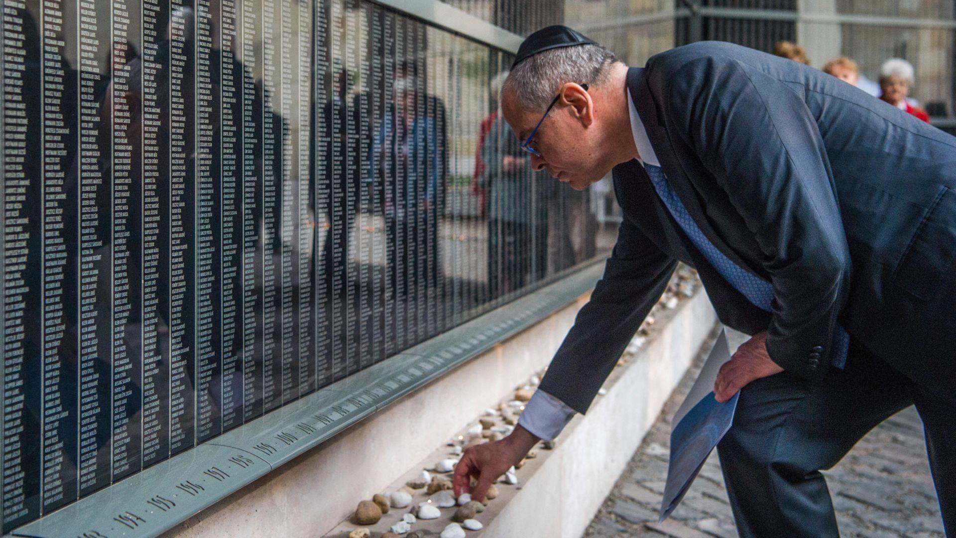 Орбан: Политиката на ЕС за мигрантите заплашва евреите