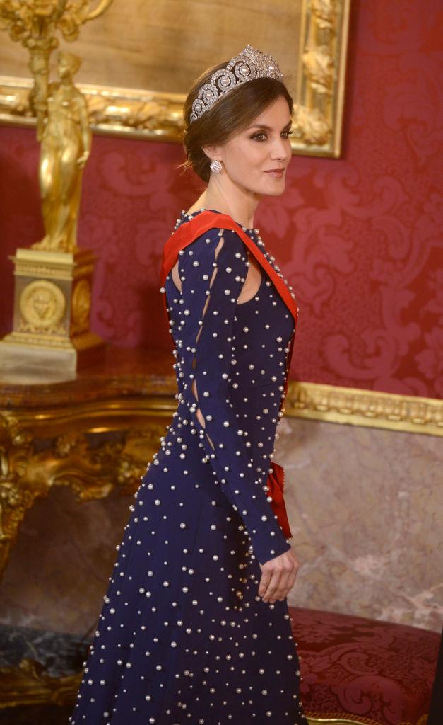 Кралица Летисия облече рокля, обсипана с перли