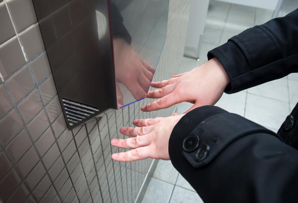 Сешоарите за ръце в тоалетните - развъдници на бактерии
