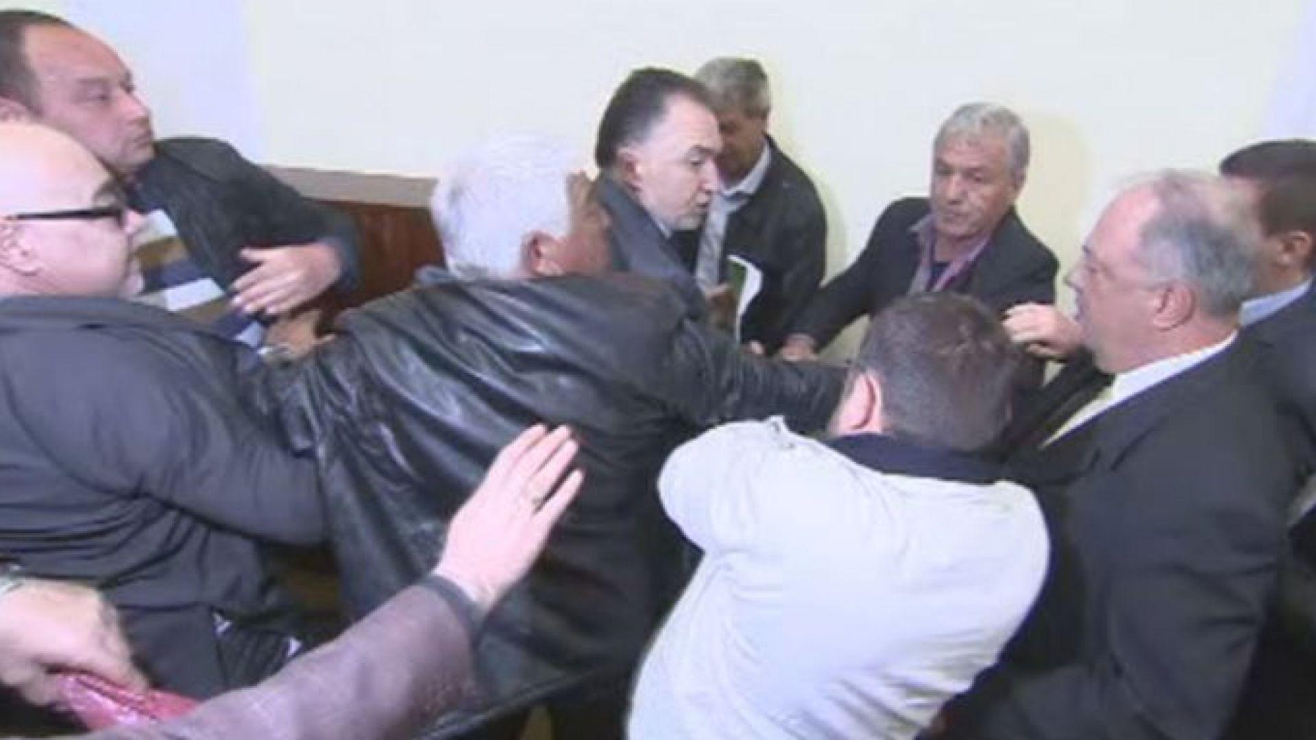 Бой на Националния съвет на СДС. Лукарски напусна