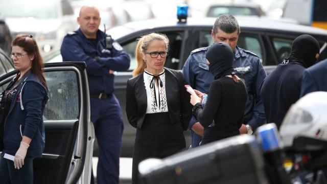 Десислава Иванчева потърсила адвокат, не го пускаха при нея
