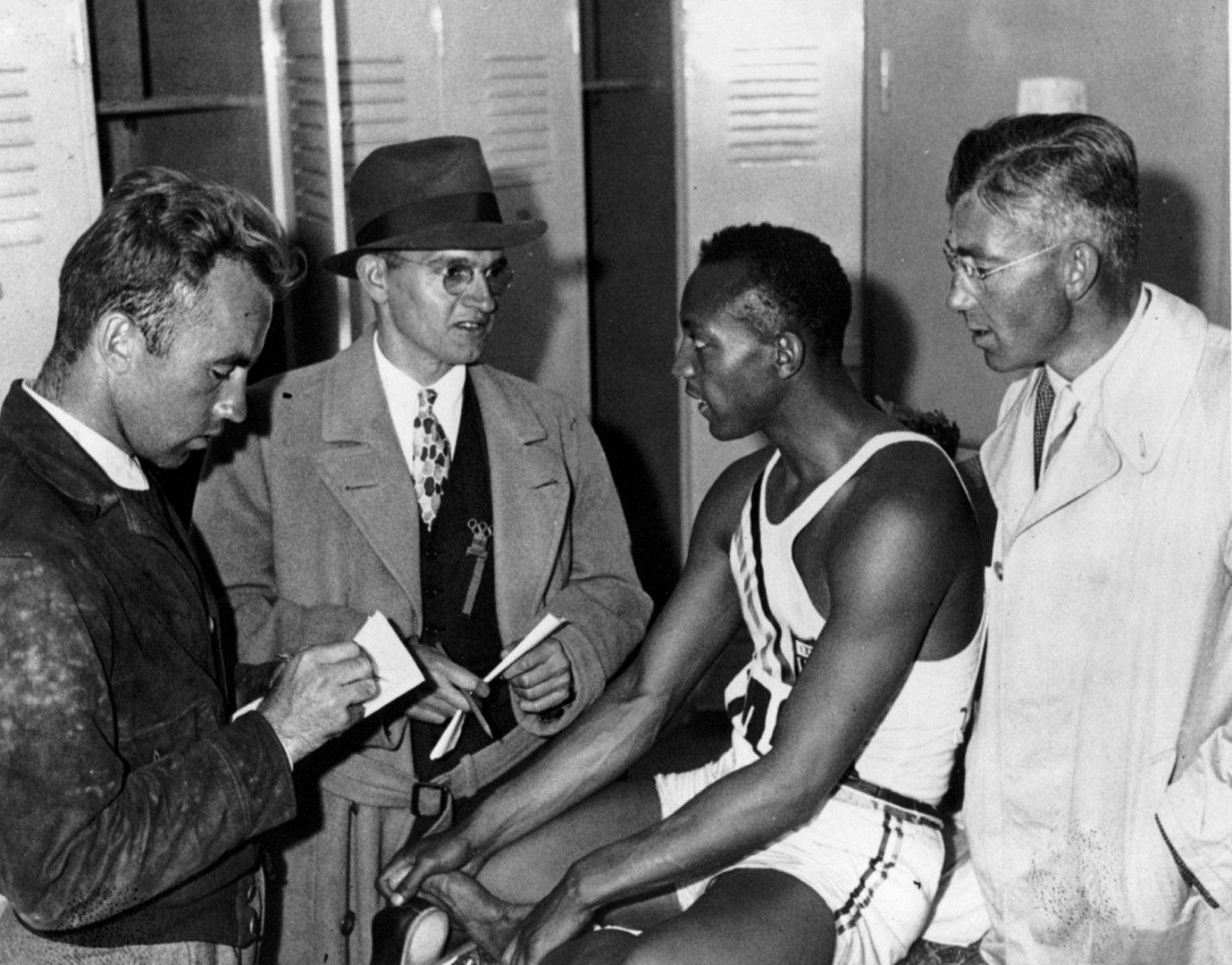 Репортери предават първите думи на шампиона в Берлин, 1936 г.