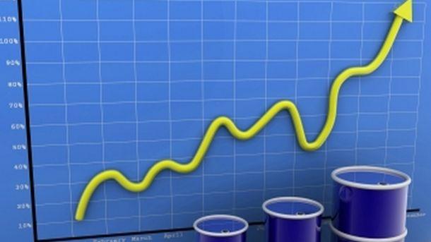 Петролът поглежда обратно към тригодишните ценови върхове след намаляване на складови запаси в САЩ