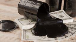 Спад на петрола на световните борси