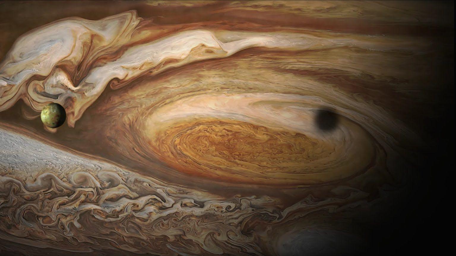 Галилео подкрепя хелиоцентричната теория на Николай Коперник именно след като наблюдава как 4-те големи луни на планетата се въртят около нея. Тъй като той е техният откривател, те са наречени галилееви луни – това са: Йо, Европа, Ганимед и Калисто.