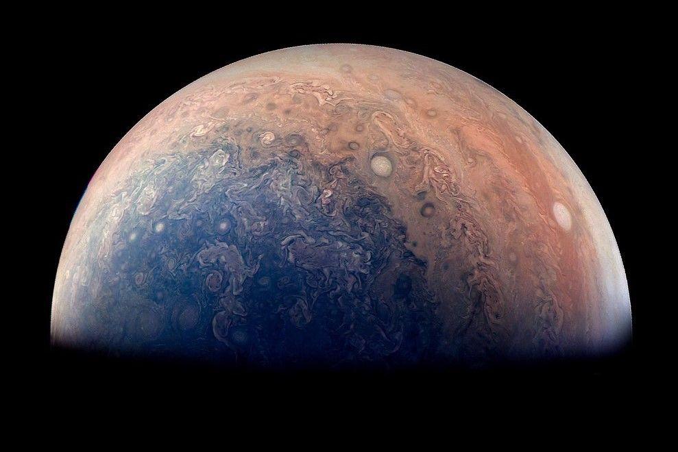 Заради огромното налягане, ядрото на Юпитер е обгърнато от течен метален водород, като според учените това състояние на водорода може да доведе но нова индустриална революция, ако бъде постигнато в стабилно състояние и на Земята.