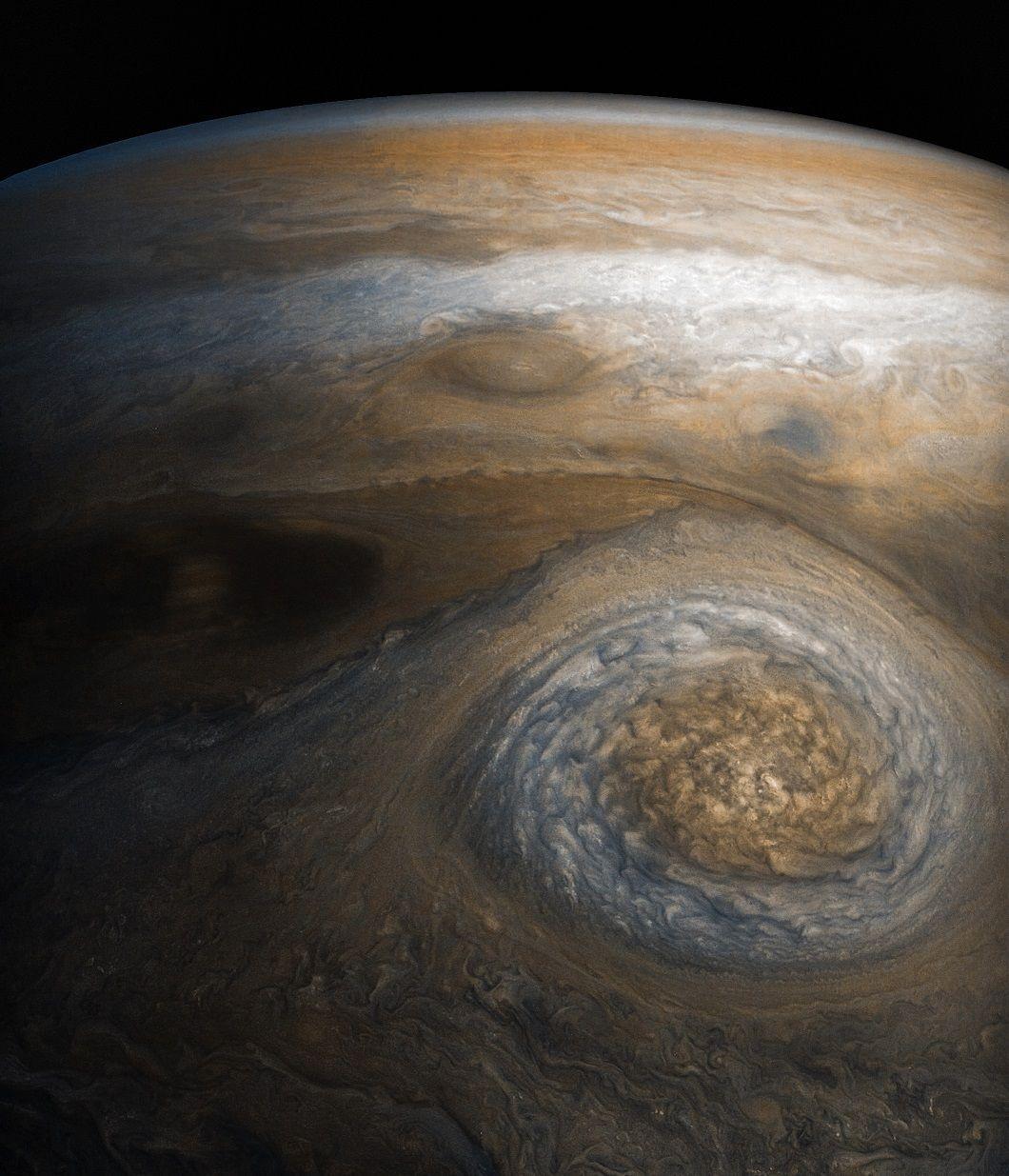 Юпитер отделя топлина, която превишава 2,5 пъти енергията, която планетата получава от Слънцето.