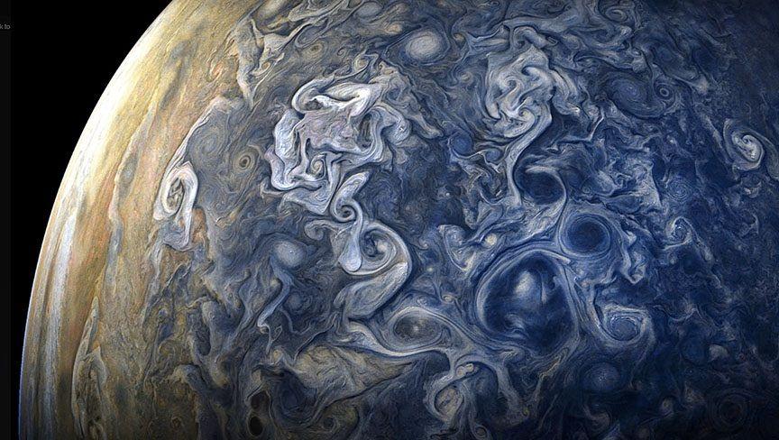 На теория Юпитер е имал потенциалът да се превърне в звезда, но не е успял. Най-малките подобни обекти – кафявите джуджета са само с 10–15% по-едри от Юпитер, но масата им е 80 пъти по-голяма.