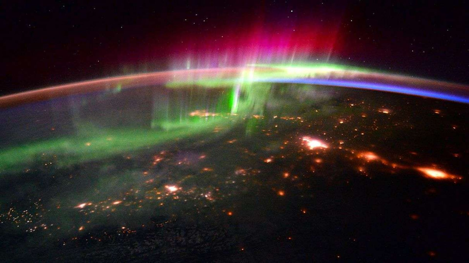 Как изглежда полярното сияние от Космоса (видео)