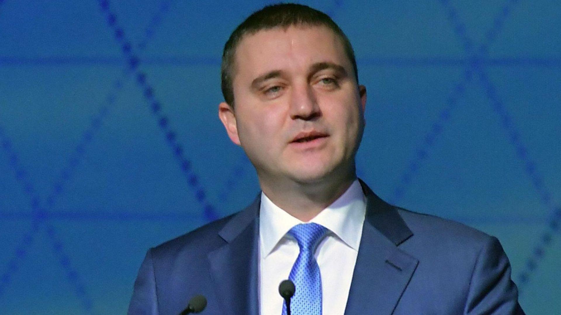 Не му е времето сега да махаме плоския данък, обяви Горанов
