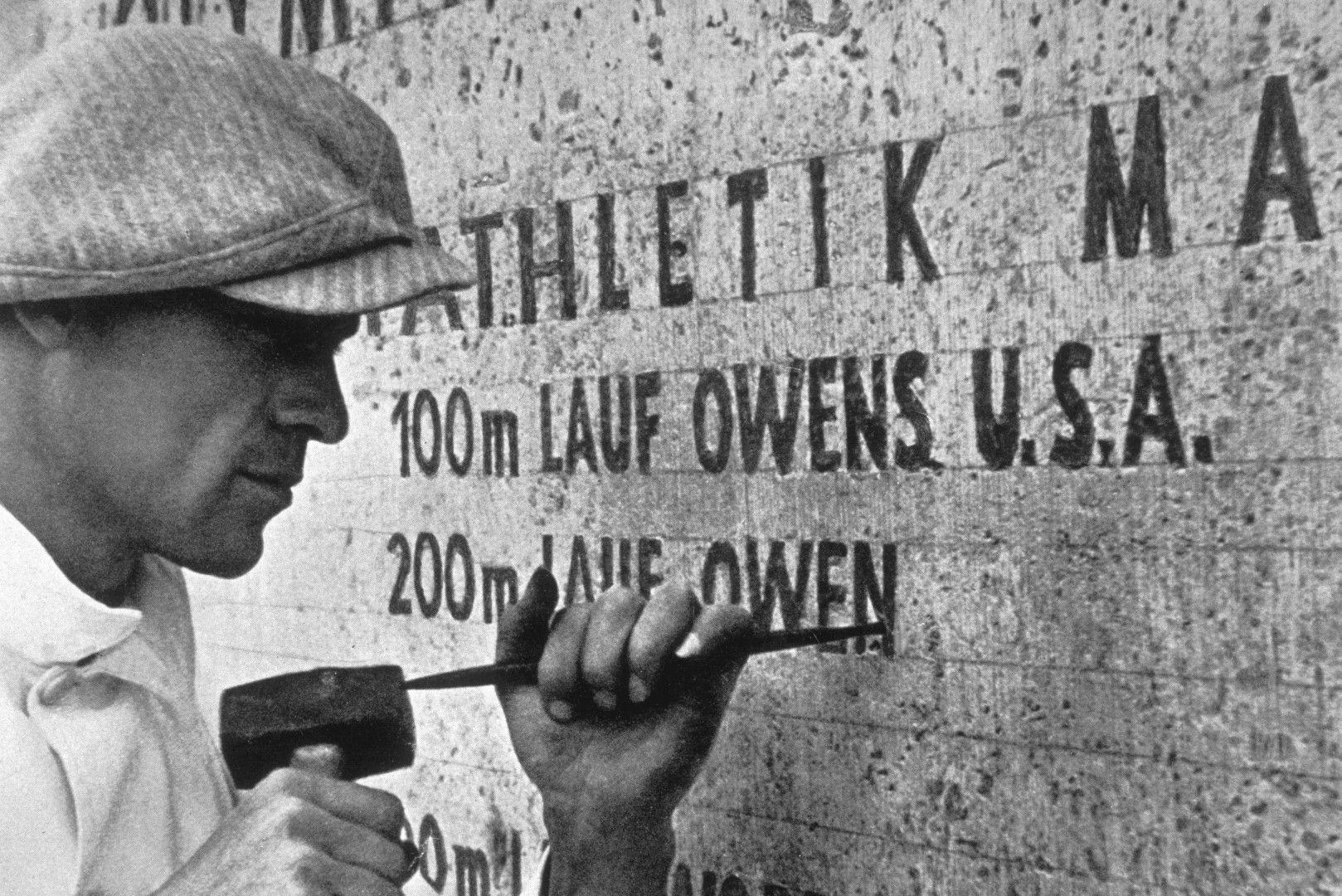 Името на Оуенс е издълбано в бетона на стадиона в Берлин. Снимка: Getty Images