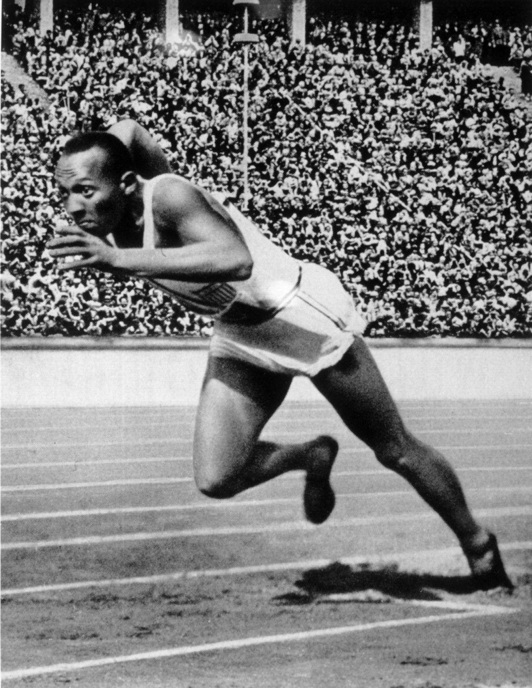 Оуенс е първи и на 200 метра. Снимка: Getty Images
