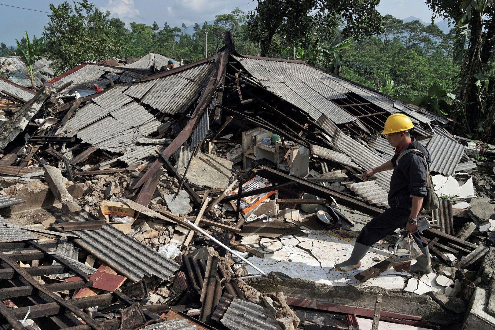 Над 20 души са ранени при земетресение в Индонезия